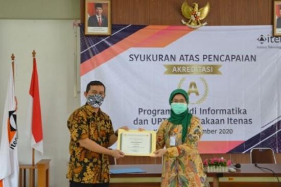 Rektor Itenas Bandung, Meilinda Nurbanasari saat Syukuran Pencapaian Prestasi Akademik Itenas. Foto: Dok. Itenas
