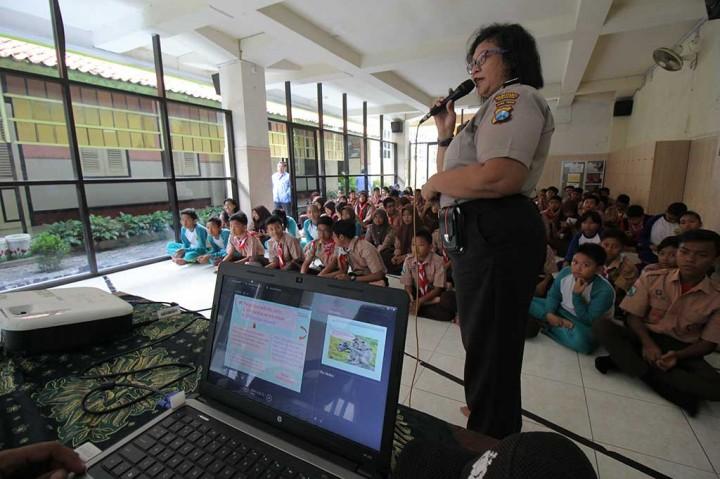 Polrestabes Surabaya Sosialisasikan UU ITE pada Pelajar