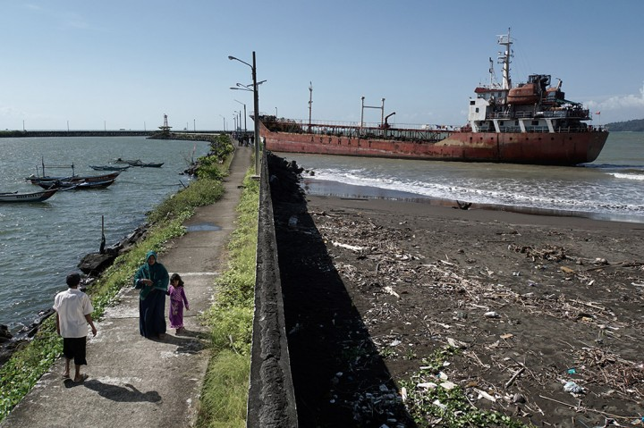 Kapal Tangker Pengangkut Aspal Kandas di PPS Cilacap