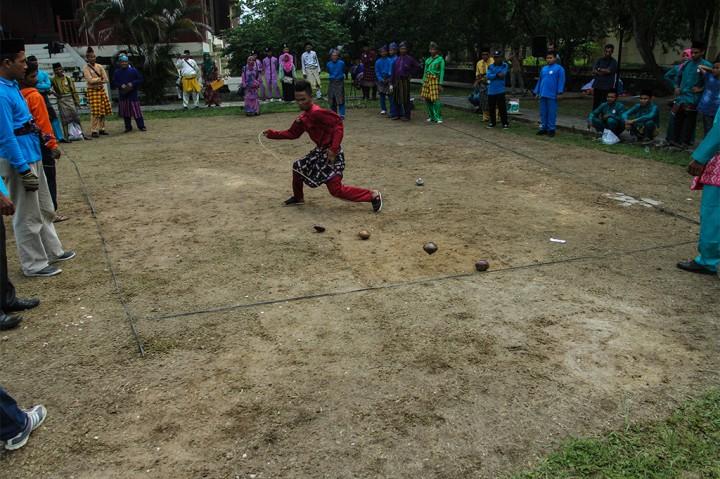 Festival Permainan Gasing Ramaikan HUT ke-60 Riau