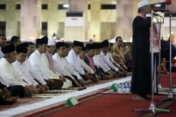 Jokowi Salat Tarawih di Masjid Istiqlal