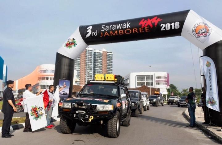 4 Hari Menembus Hutan Sarawak