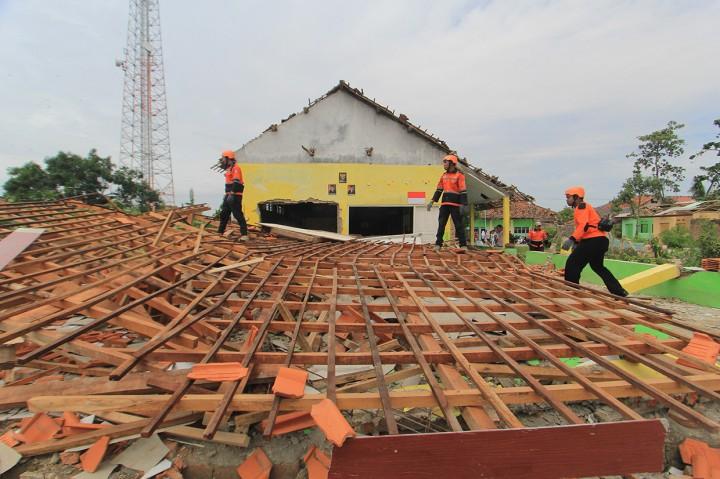 Bocah 4 Tahun Tewas Akibat Puting Beliung di Cirebon