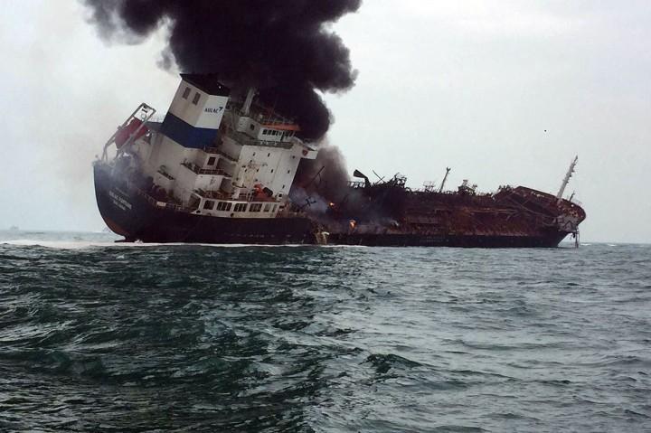 Kebakaran Kapal Tanker di Hong Kong Tewaskan 1 Orang