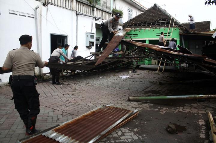 Puluhan Rumah Warga Sidoarjo Rusak Disapu Puting Beliung