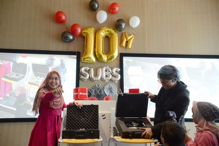 Atta Halilintar dan Ria Ricis Raih Diamond Play dari YouTube