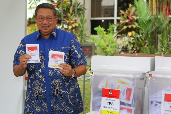 Momen SBY Ikut Nyoblos di Singapura