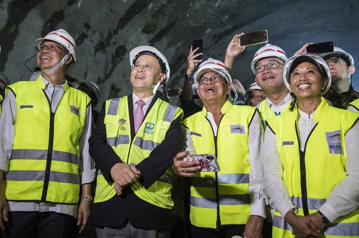Terowongan Walini Proyek Kereta Cepat Berhasil Ditembus