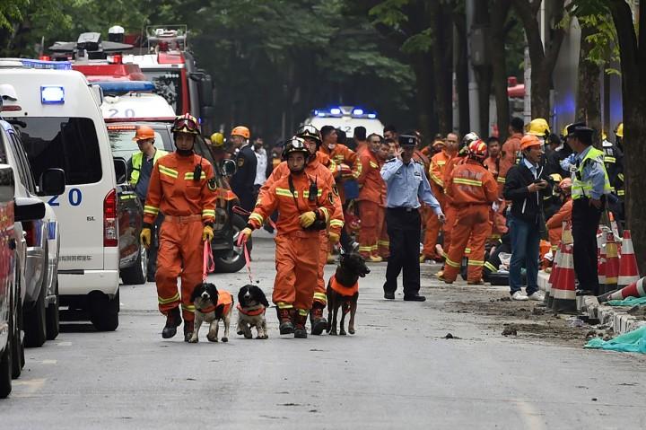 Bangunan di Shanghai Ambruk, 9 Pekerja Terjebak Reruntuhan