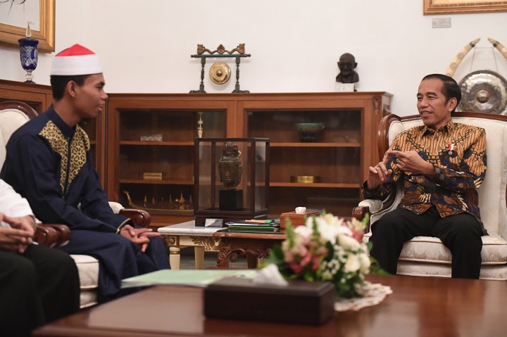 Jokowi Bertemu Juara MTQ Internasional di Istana