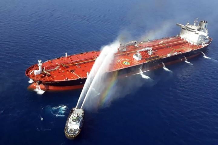 Dua Kapal Tanker Diserang di Teluk Oman