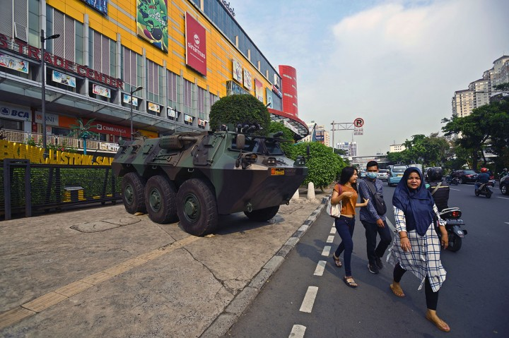 Petugas Intensifkan Pengamanan Pusat Perbelanjaan Ibu Kota