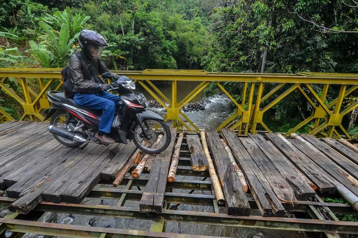 Jembatan Bailey Penghubung Kota dan Kabupaten Tasikmalaya Rusak