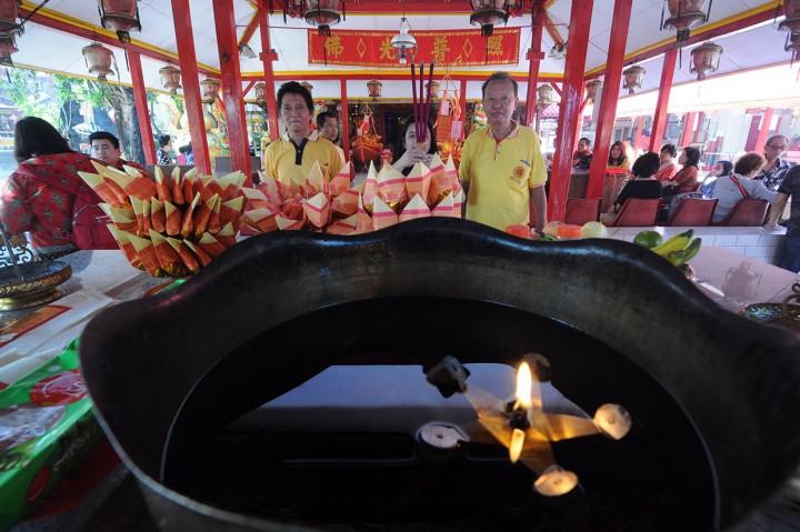 Umat Buddha Peringati Dewi Kwan Im Capai Kesempurnaan