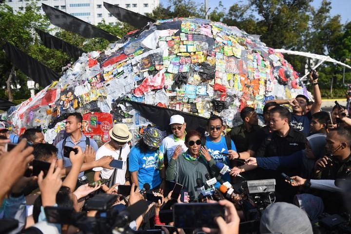 Menteri Susi: Pembuang Sampah Plastik Tenggelamkan!
