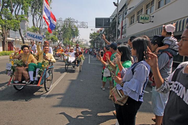 Belasan Negara Ramaikan Parade Lintas Budaya Surabaya