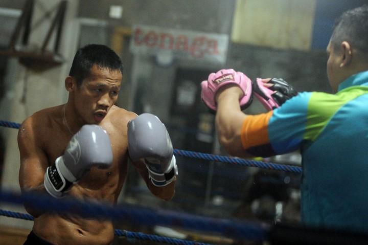 Daud Yordan Bersiap Hadapi Petinju Thailand