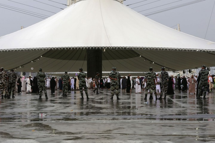 Hujan Guyur Mina Saat Jemaah Haji Lempar Jamrah