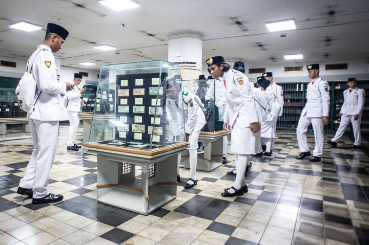 Anggota Paskibraka Nasional Kunjungi Museum Mandiri
