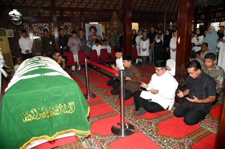 Jokowi-JK Melayat Ibunda SBY
