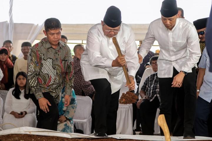 Ibunda SBY Dimakamkan