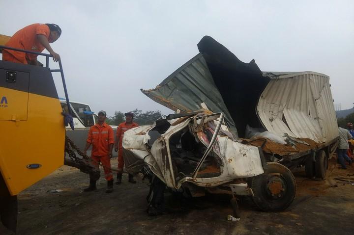 6 Orang Tewas dalam Kecelakaan Beruntun di Cipularang