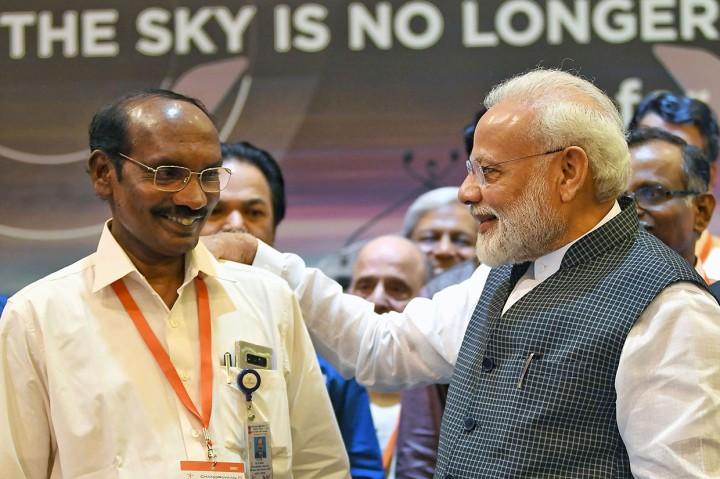 Chandrayaan-2 Hilang Kontak Sesaat Sebelum Mendarat di Bulan