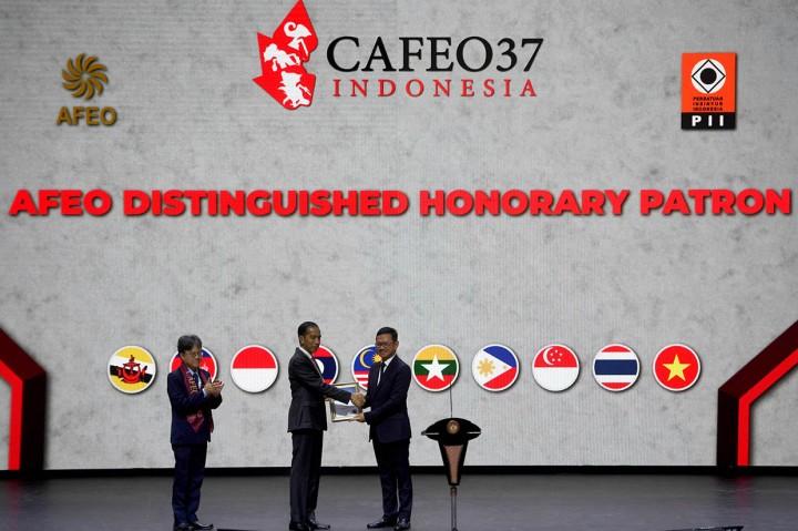 Jokowi Terima Penghargaan Tertinggi Insinyur di Asia Tenggara