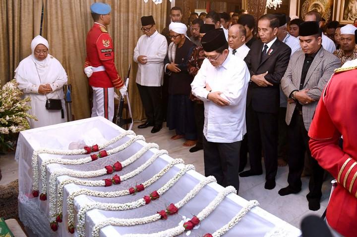 Jokowi Salat Jenazah Almarhum BJ Habibie