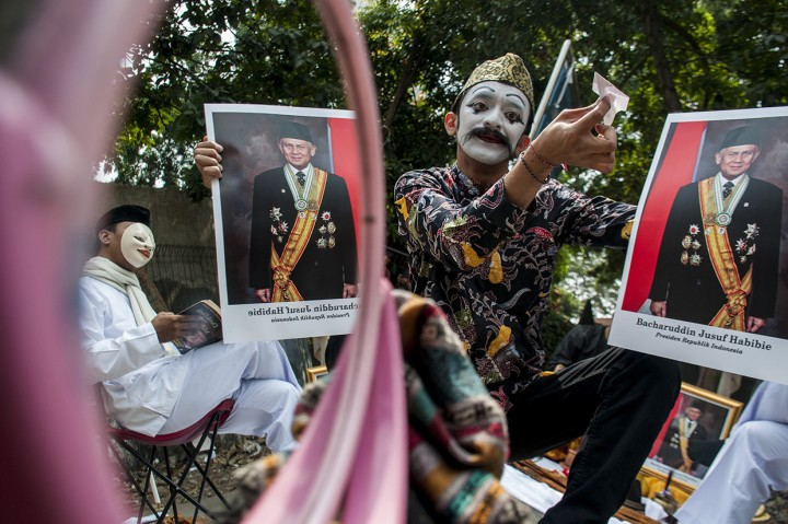 Seniman Bandung Gelar Pentas Seni untuk BJ Habibie
