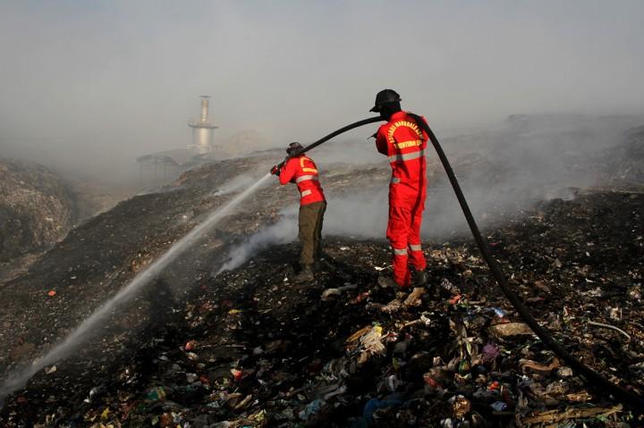 Polusi Asap Masih Mengepul di TPA Antang Makassar