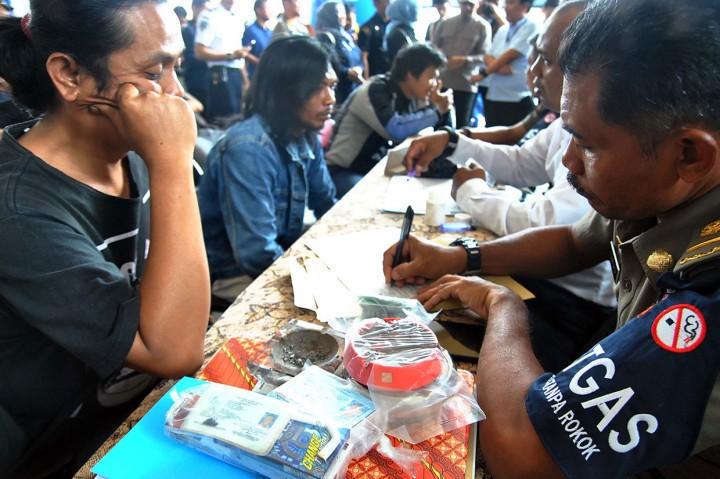Merokok di Lokasi KTR, Sopir Hingga Pedagang Didenda