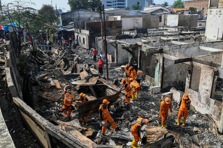 Melihat Sisa-sisa Ratusan Rumah Warga Jatinegara Pasca-kebakaran