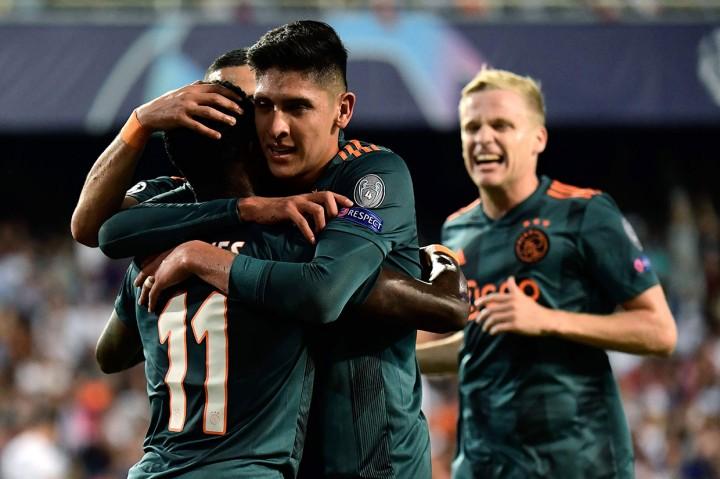 Ajax Lumat Valencia di Mestalla