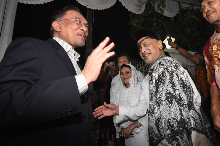 Anwar Ibrahim Takziah ke Kediaman Habibie
