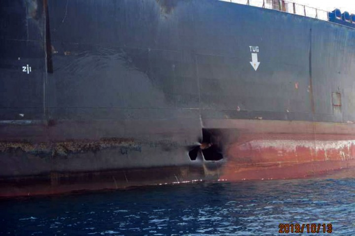 Ini Foto-foto Kerusakan Tanker Minyak Iran yang Dirudal