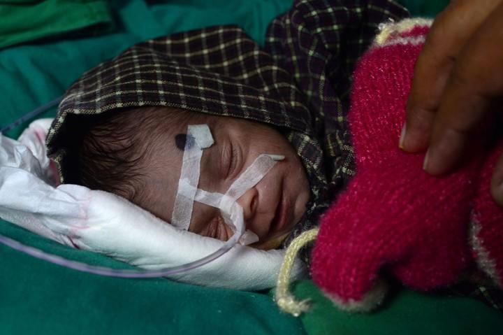 Terkubur 2 Hari, Seorang Bayi Ditemukan Hidup