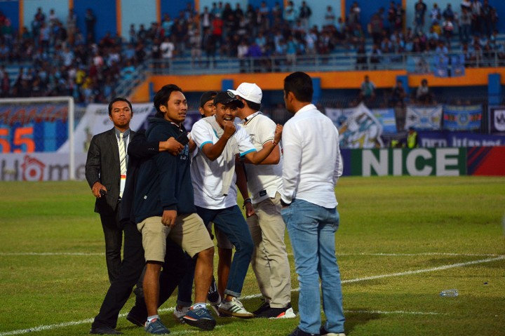 Persib Bandung Libas Persebaya Surabaya 4-1