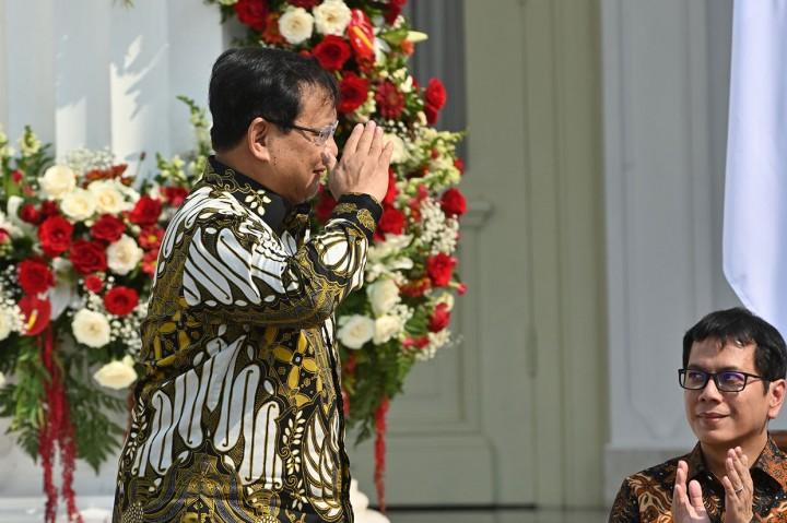 Hormat Prabowo Kepada Jokowi Saat Diumumkan Jadi Menhan