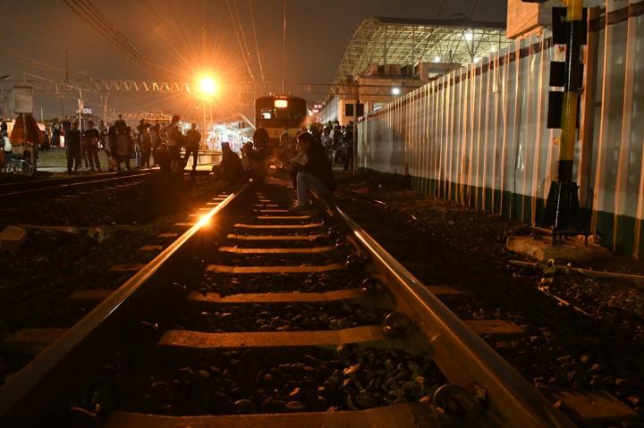 Tawuran di Dekat Stasiun Manggarai Ganggu Perjalanan KRL
