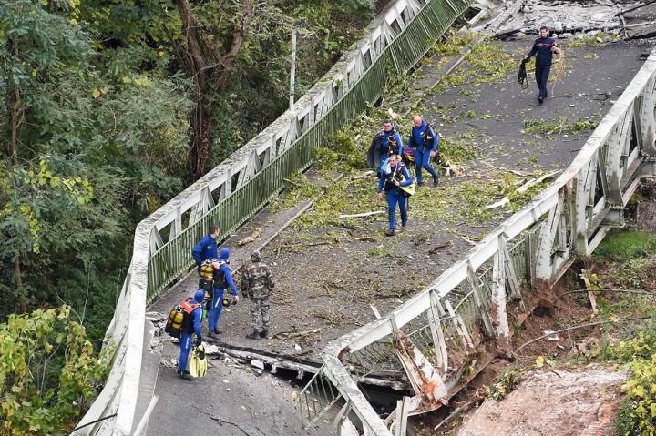 Jembatan Gantung di Prancis Runtuh, 2 Orang Tewas