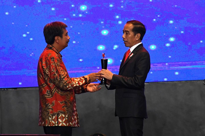 Jokowi Terima Penghargaan Tertinggi Pertambangan