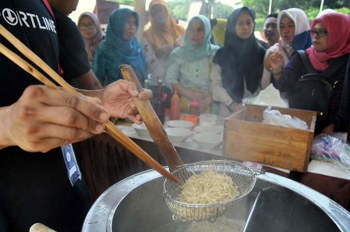 proses memasak makanan khas bogor