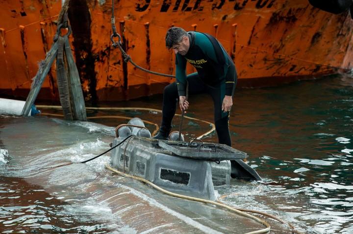 Kapal Selam Diduga Bawa 3 Ton Kokain Diapungkan