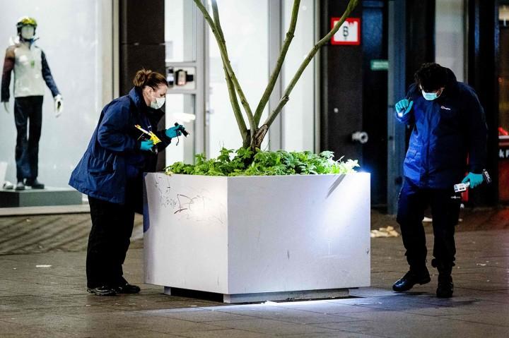 Penikaman di Den Haag, Tiga Pemuda Terluka