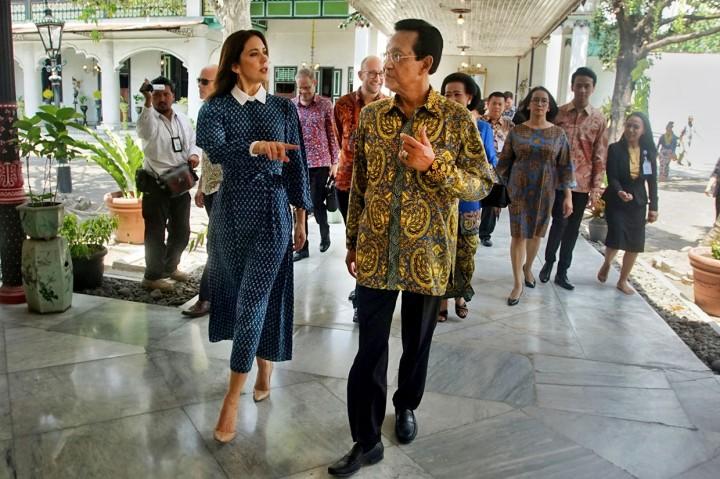 Puteri Mahkota Kerajaan Denmark Kagumi Borobudur