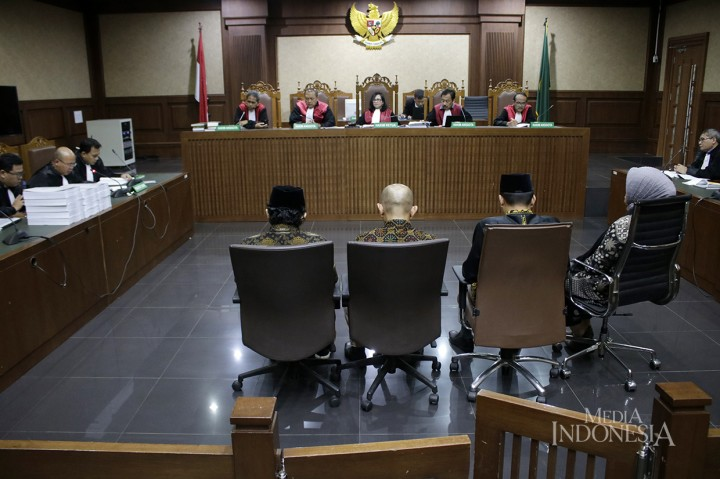 4 Mantan Anggota DPRD Lampung Tengah Dituntut 5 Tahun Bui
