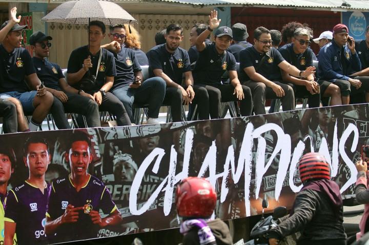 Persik Kediri Konvoi Rayakan Juara Liga 2