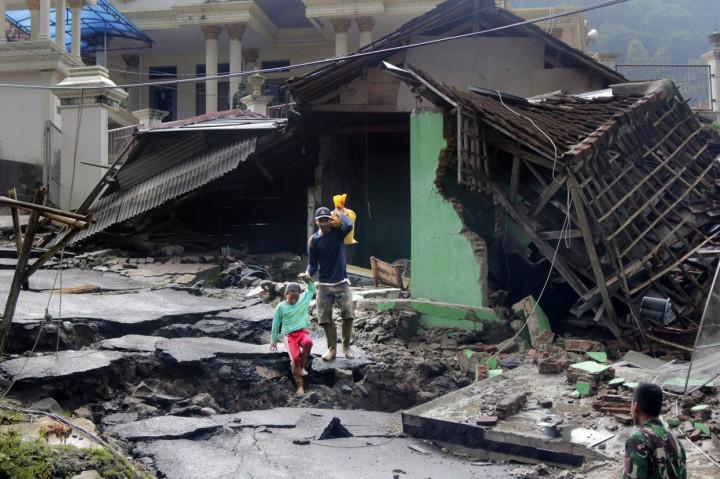 Sebagian Korban Banjir di Lebak Masih Enggan Mengungsi