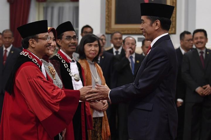 Suhartoyo dan Daniel Yusmic Ucapkan Sumpah Jabatan Hakim MK